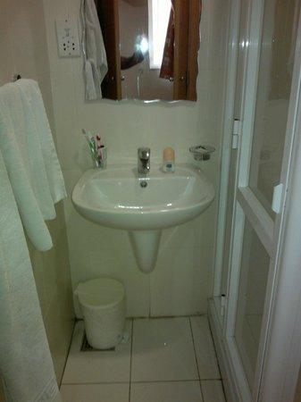 Bayview Hotel & Apartments: bathroom
