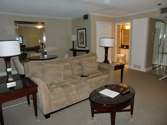 Albert at Bay Suite Hotel: Living room, Dining room area