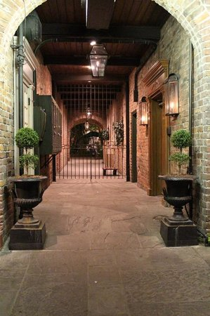 Place d'Armes Hotel: St. Ann Street Alley to Courtyard