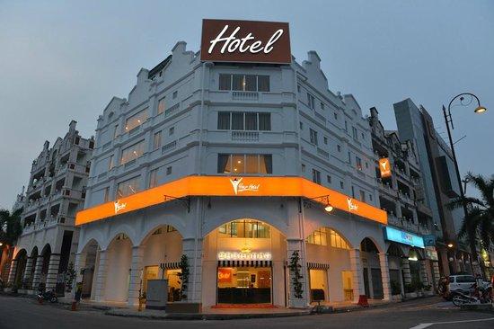 Your Hotel: Facade 1