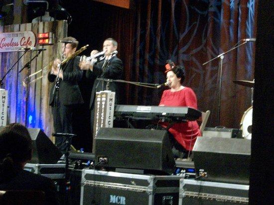 Music City Roots: Davina and the Vagabonds