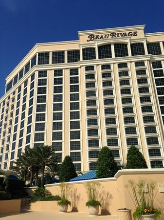 Beau Rivage Resort & Casino Biloxi : view of hotel taken from oceanfront pool deck