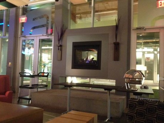 Aloft Vaughan Mills : Lobby lounge