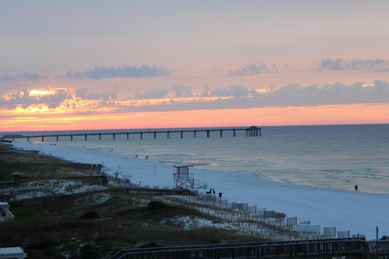 BEST WESTERN Ft. Walton Beachfront: Sunset from the balcony