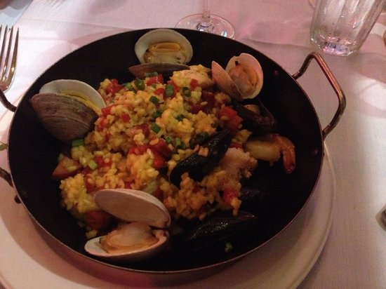Hemenway's Seafood Grill & Oyster Bar: Paella