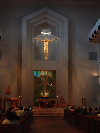 Basilica of the National Shrine of Mary, Queen of the Universe : altar de Mary queen of the universe
