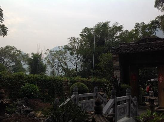 Yangshuo Tea Cozy : the front garden