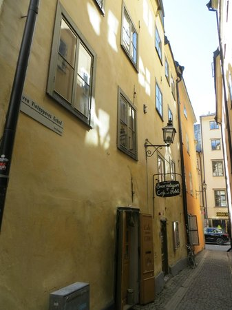 Sven Vintappare Hotel : exterior of hotel smack in the center of Gamla Stan