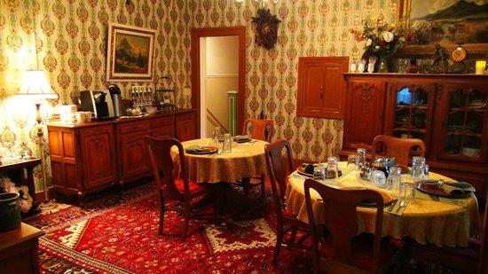 Walking Iron Bed and Breakfast: Breakfast room