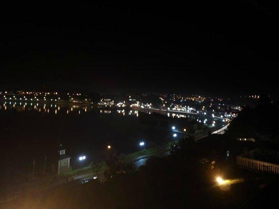 Hotel Cabana del Lago: Noite