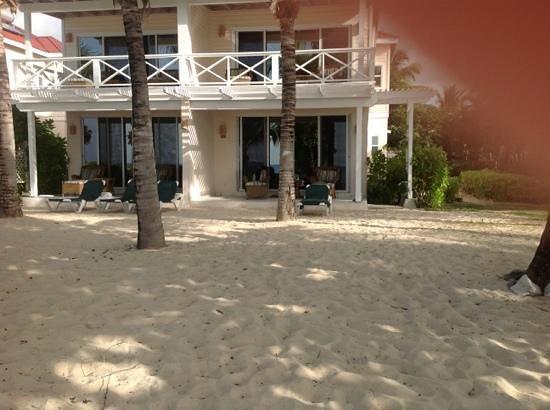 Galley Bay Beach: beachfront suite 25