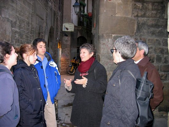 Jewish Barcelona Urban Cultours : Navah, Laura, Eric, Dominique, Linda and Gary on tour in the Call- Jewish Barcelona