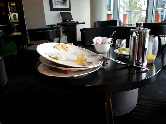 Crowne Plaza London - Battersea : More dirty plates