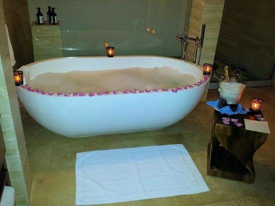 Dorado Beach, a Ritz-Carlton Reserve: Romantic bath