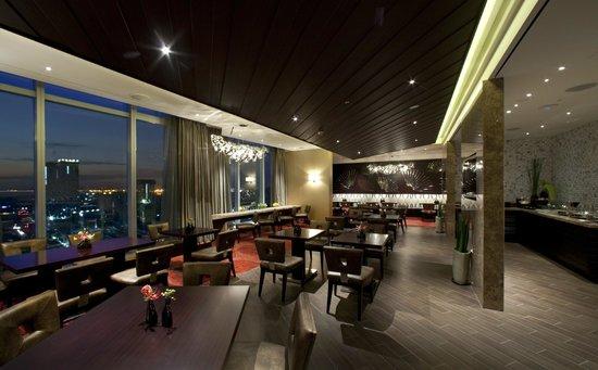Sheraton Grand Incheon Hotel: Club Lounge - Night View