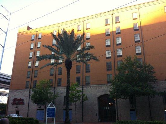 Hampton Inn & Suites Convention Center: External facade