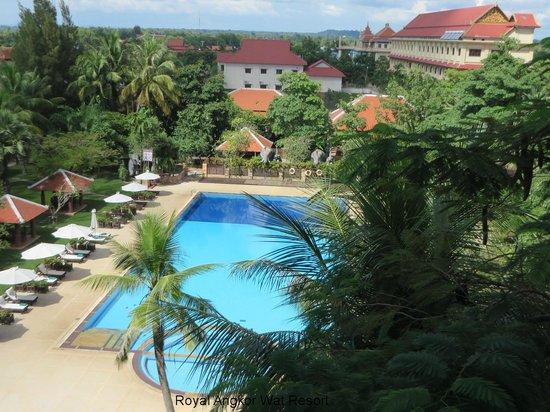 Royal Angkor Resort & Spa: Huge Pool