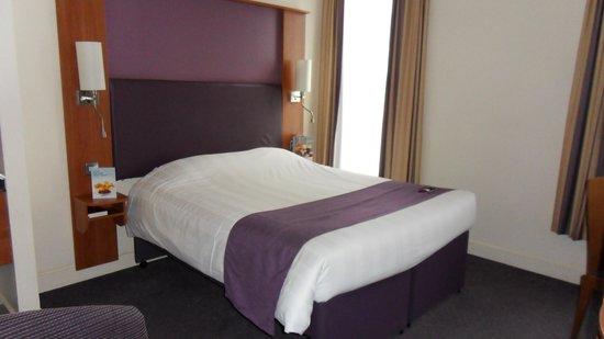 Premier Inn Belfast City Cathedral Quarter Hotel: Room