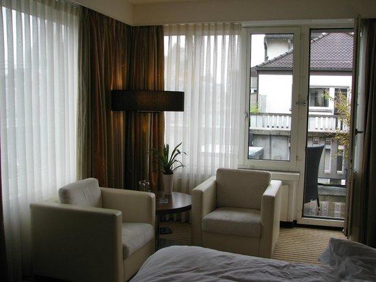 Sheraton Zurich Neues Schloss Hotel: Corner Suite