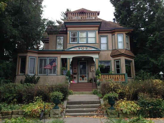 Viroqua Heritage Inn: View from the street