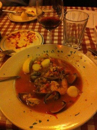 Luigi's Italian Restaurant : Seafood cioppino