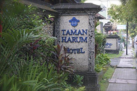 Taman Harum Cottages: entrance