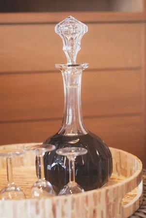Cape Nidhra Hotel: Free Port Wine!