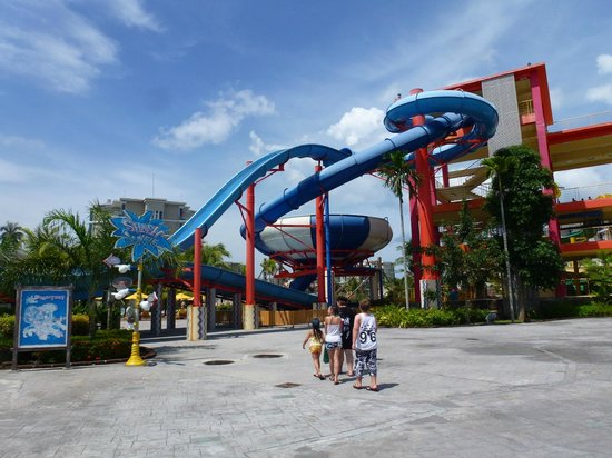 Wave pool beach with waves - Picture of Splash Jungle Waterpark, Thalang Dist...