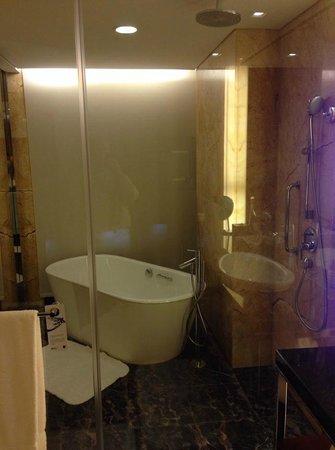 JW Marriott Hotel Shenzhen: Bath 1