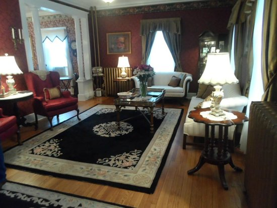 1862 Seasons On Main B&B : One of the many sitting rooms
