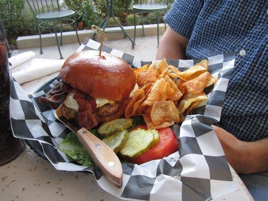 Wild Duck Cafe: Sasquatch burger