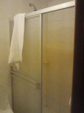 Hotel Fundador: banheiro simples....na Suite