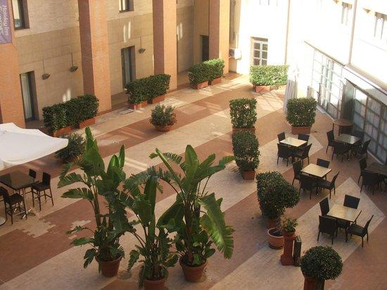 Holiday Inn Express Rome - San Giovanni: the courtyard
