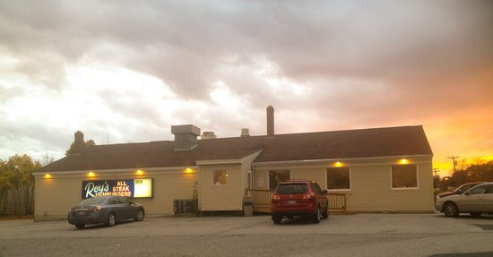 Roy's Allsteak Hamburger and Golf center : View from outside