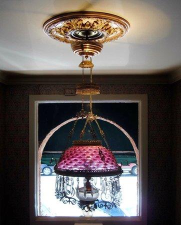 Bishop Victorian Hotel: Stairwell