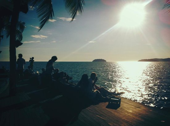 Sunset Bar at Shangri-La's Tanjung Aru Resort and Spa: 5pm