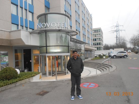 Novotel Zurich City-West: Outside the Hotel chilling -4 Temp