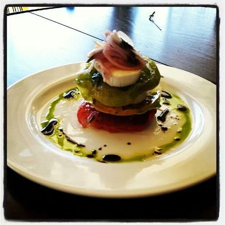 Restaurant Maison: caprese with tarrogon and house pulled mottz