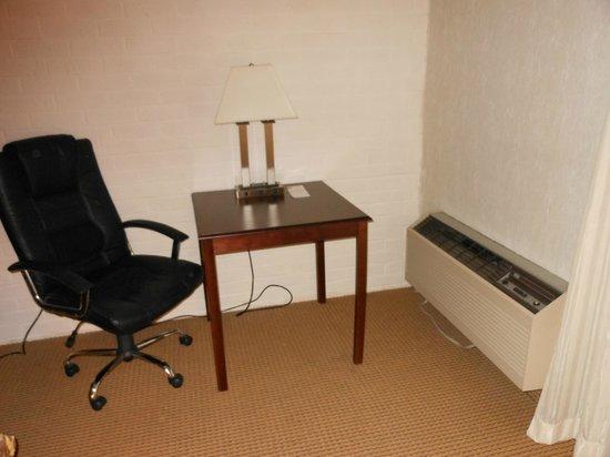 Rodeway Inn & Suites: workspace