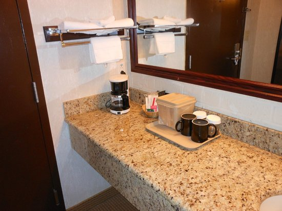 Rodeway Inn & Suites: outside of bathroom