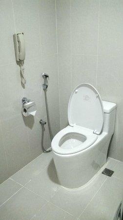Hotel Royal Kuala Lumpur: Toilet