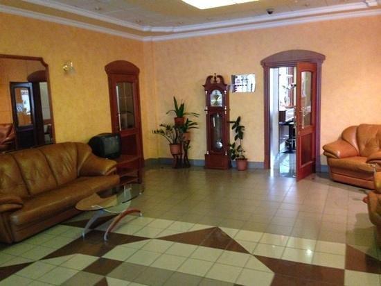 Zarnitsa Hotel : холл в отеле Зарница
