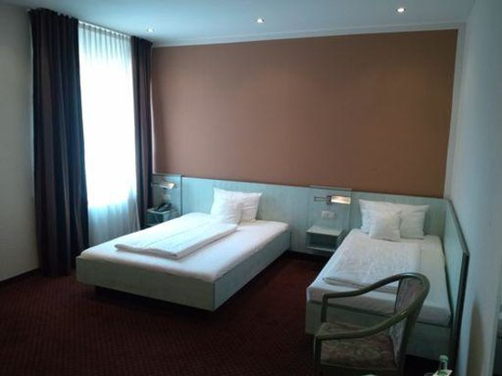 Hotel Attache an der Messe: 客室