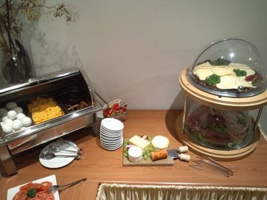 Hotel Attache an der Messe: 朝食