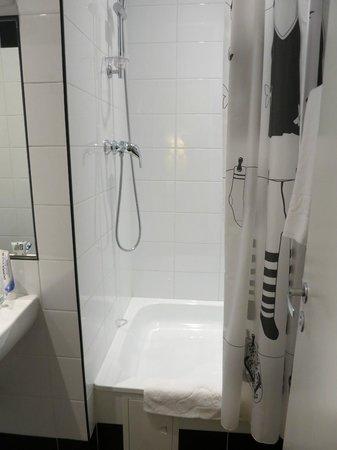 SkyPoint Sheremetyevo Hotel : Хорошая ванна, небольшая