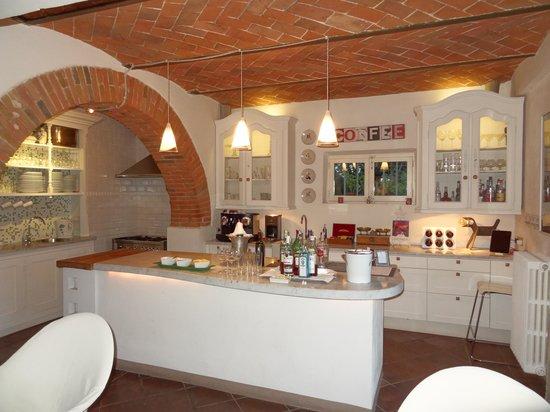 Villa Fontelunga: Kitchen