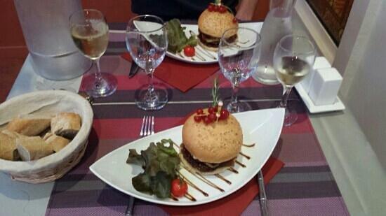 Hotel Les Sables d'Ocre : entrée foie gras préparé en hamburger