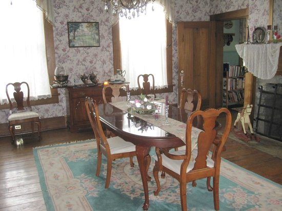 The Old Dr Cox Farm Bed & Breakfast - TEMPORARILY CLOSED: Dining Room