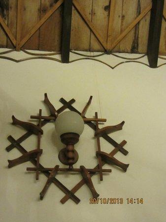 Hotel Ambadi : Wooden Artefacts / Lamp