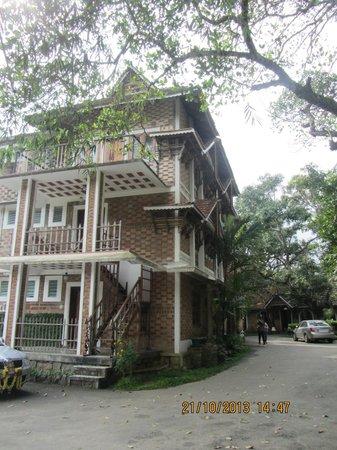 Hotel Ambadi : Hotel Exterior
